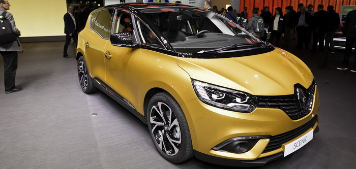 Renault Scenic design incorporating the intervening lines between minivans and crossovers in Geneva in 2016