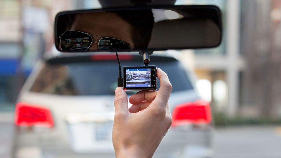 ذكية تنقل سيارتك المستقبل