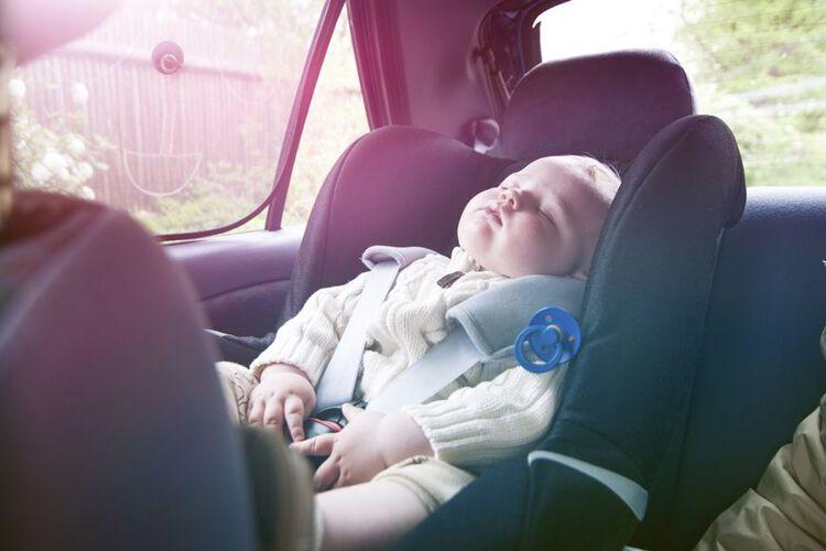 تطلق حملة للتوعية بعدم الأطفال السيارات الخليج